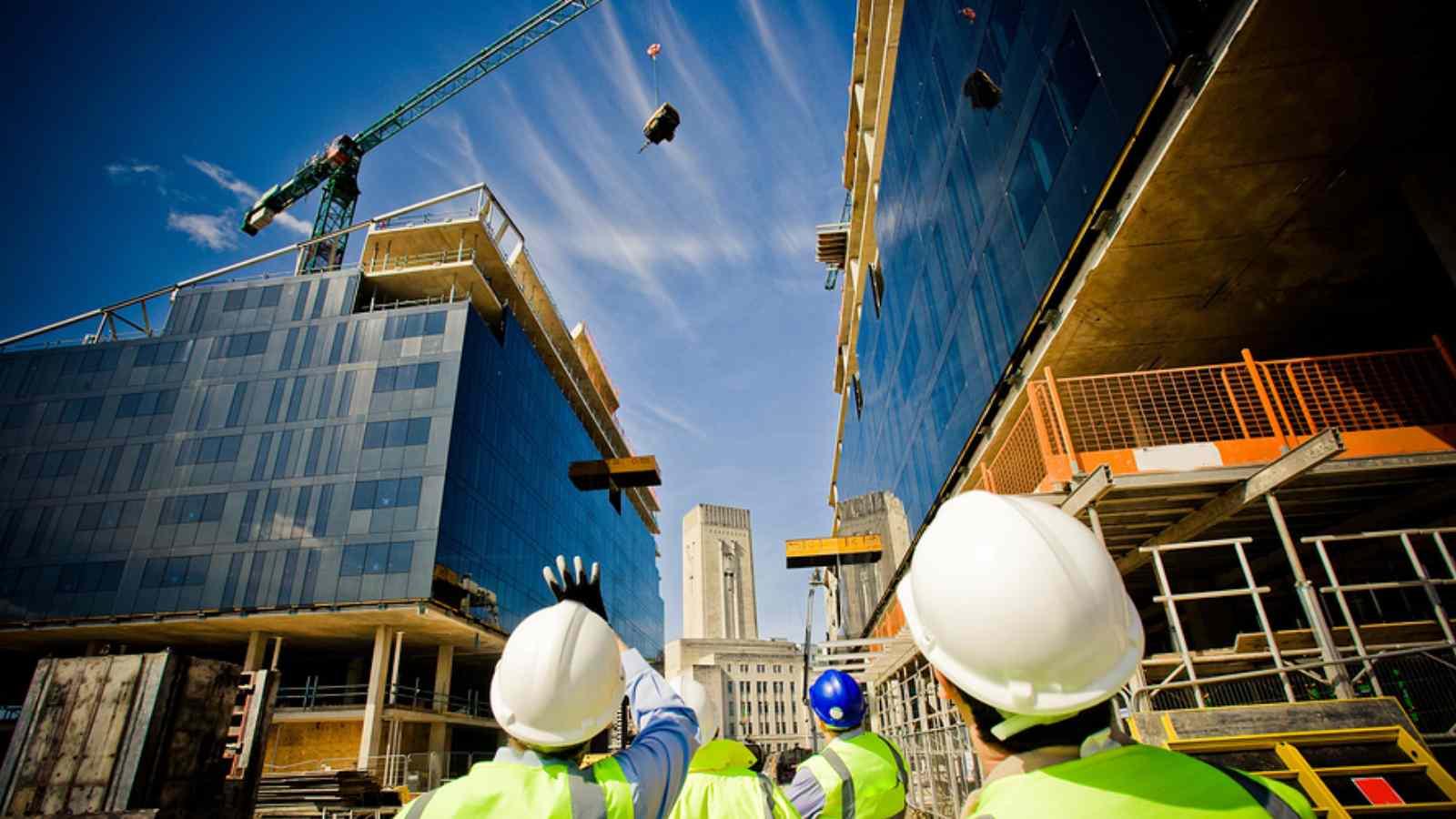 Cifra de afaceri in cazul aplicarii facilitatilor din domeniul constructiilor include si productia realizata si nefacturata